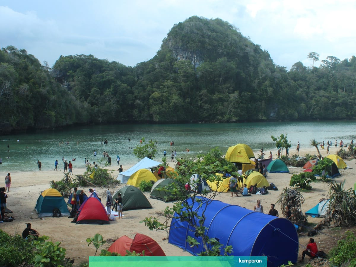 5 Pantai Di Malang Yang Cocok Untuk Lokasi Kemah Kumparan Com