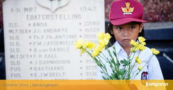 Foto: Para Pelajar di Bandung Mengenang Berakhirnya Perang Dunia II - kumparan.com