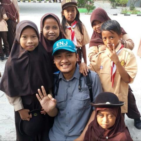 Bersama anak-anak SD