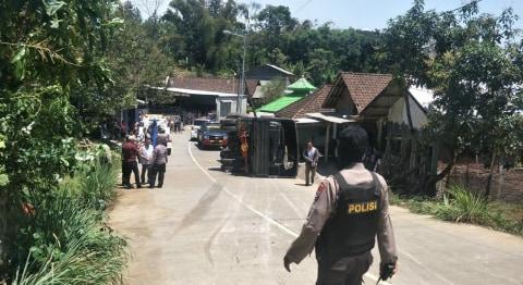 Truk Angkut, Brimob Polda Jatim, Presiden RI, Joko Widodo, Mojokerto