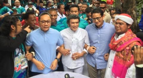 Cawapres 02 Sandiaga Uno dan Rhoma Irama pada Acara Deklarasi Relawan Rhoma For PAS (Prabowo-Sandi) di Soneta Record, Depok.