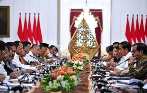 Jokowi dalam Sidang Kabinet Paripurna