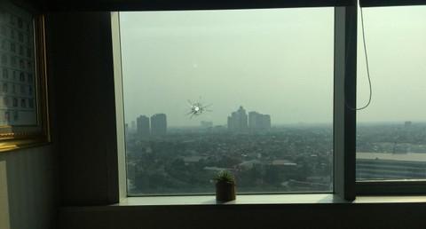 Kaca yang tertembak di gedung DPR
