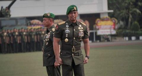 Panglima TNI saat menerima laporan Serah Terima Jabatan Kepala Staf TNI Angkatan Darat, Jenderal TNI Mulyono kepada Jenderal TNI Andika Perkasa