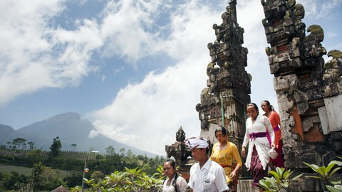 Ritual Meayu-ayu Gunung Agung