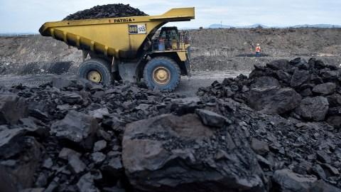 Truk milik PT Andaro membawa muatan batu bara