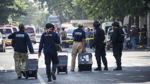 Pengamanan ledakan bom di Surabaya.