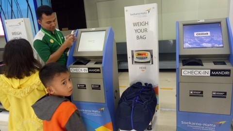 Self baggage drop di Bandara Soekarno-Hatta.