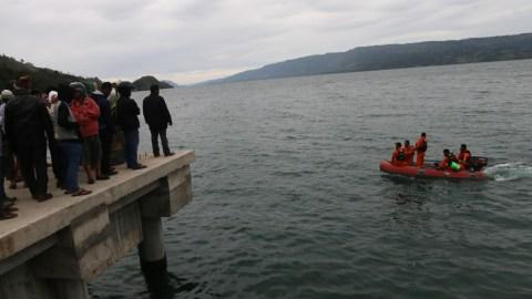 Pencarian korban KM Sinar Bangun di Danau Toba
