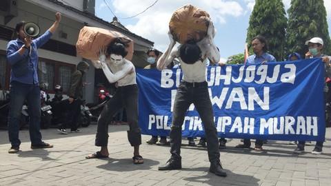 Buruh, Aksi Demonstrasi, Upah yang Layak, Kantor Disnakertrans, Yogya