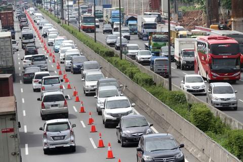 Potret Jalan Tol Jakarta-Cikampek KM 15