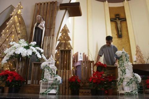 Persiapan Natal di Gereja