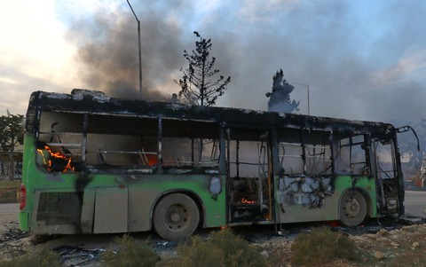 Bus pengungsi dibakar militan Suriah