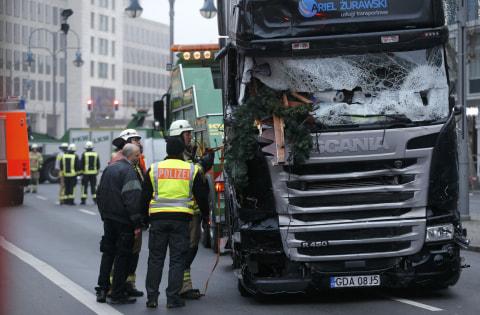 Truk menabrak kerumunan warga di Berlin, Jerman, menewaskan 12 orang