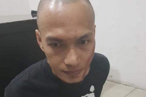 Penjaringan, Seorang pria yang menyerang polisi,  polsek penjaringan