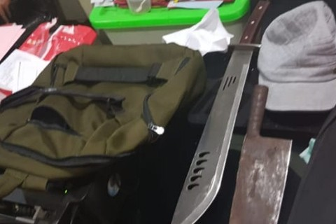Barang Bukti, Seorang pria yg menyerang polisi,  polsek penjaringan