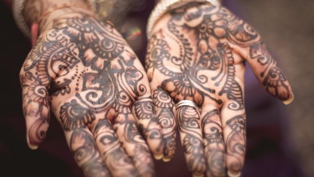 Henna Tato Yang Diterima Oleh Islam Kumparan Com