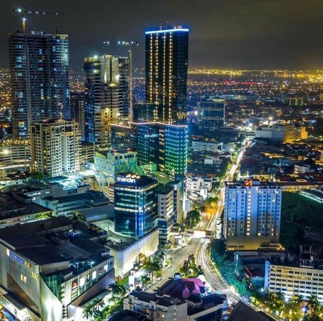 7 Potret Gemerlap Kota Surabaya Saat Malam Hari Cantik Banget