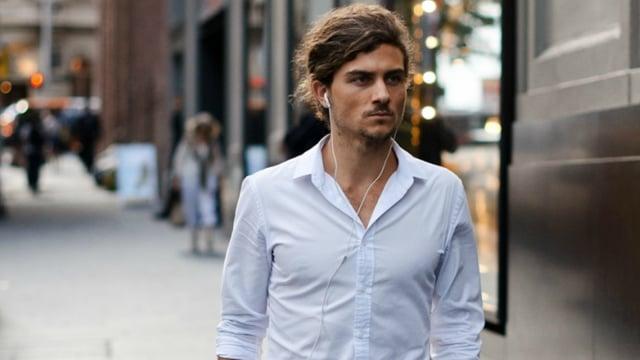 5 Tips Berpakaian untuk Pria di Usia 20-an - kumparan.com ee697babbb