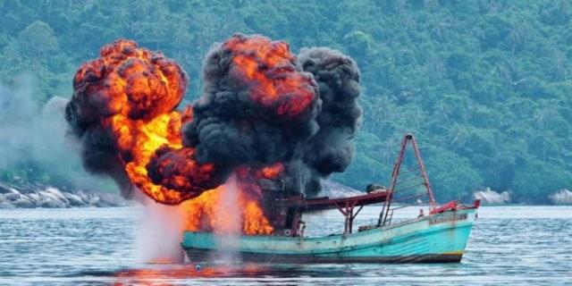 Penenggelaman Kapal Illegal Fishing Dalam Menumbuhkan Rasa Cinta