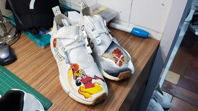 Sepatu lukis custom milik Augie Fantinus (Foto  Okke Nuraini Oscar) a3e6e76cb4