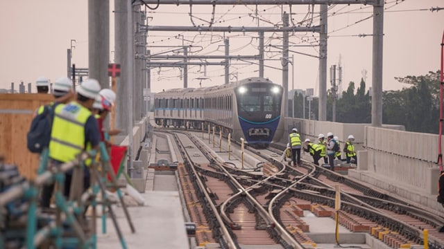 Mrt Jakarta Sukses Uji Coba Jalur Kereta Bawah Tanah Kumparan Com