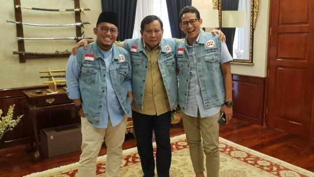 Prabowo dan Sandi Memakai Jaket Dilan