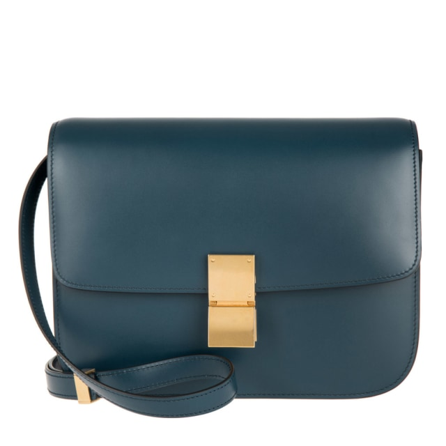 Ukurannya juga sempurna untuk dikenakan untuk sehari-hari. Cocok dengan  semua kebutuhan dan dapat dipakai sebagai clutch atau tas bahu. 4f1e0345ea