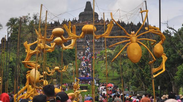 Candi Borobudur Diserbu 100 Laba Laba Emas Jelang Natal Dan Tahun
