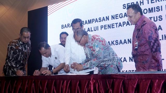 Image result for Serah Terima Barang Rampasan Negara KPK melalui PSP Kepada Kejaksaan RI