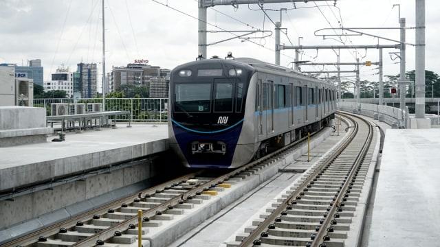 Imbauan Petugas: Mau Naik MRT Gratis Tetap Harus Daftar Online