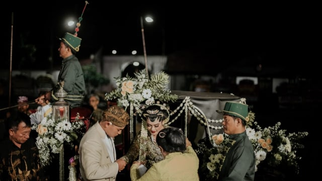Royal Wedding Putri Solo Tunku Atiah, dalam Balutan Busana Karya Didiet Maulana