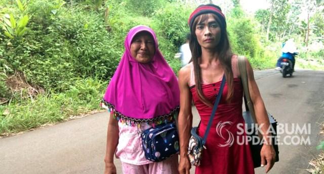 Mengamen Bersama Istri, Pria di Sukabumi Berpakaian Bak Perempuan