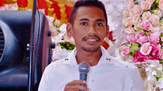Sosialisasi Lewat Pelanggan, Tukang Galon di Muna Lolos Anggota DPRD