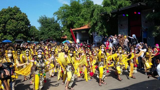 Tari Topeng Samba Cirebon dan Jaran Larad yang ditarikan oleh penari dari Sanggar Seni Sekar Pandan mendapat apresiasi dari Original Record Indonesia (ORI). Kumparan.com/Juan